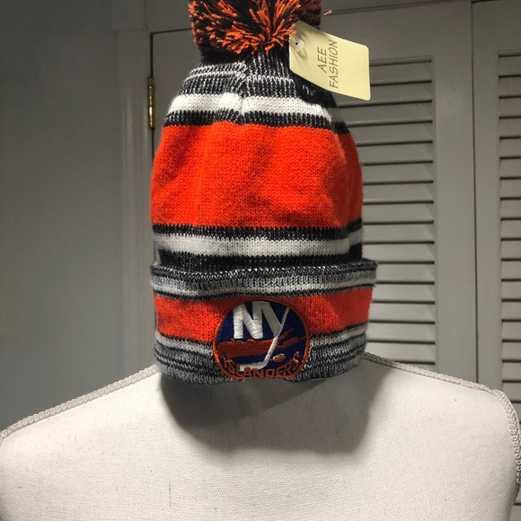 NHL Accessories - NEW YORK ISLANDERS POMPOM BEANIE HAT